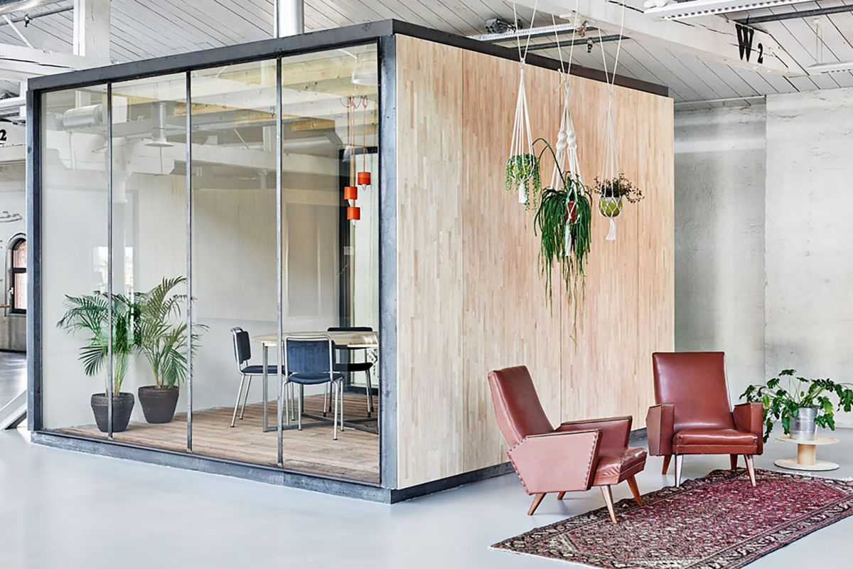 Inspiring office meeting rooms reveal their playful - Miniature room boxes interior design ...