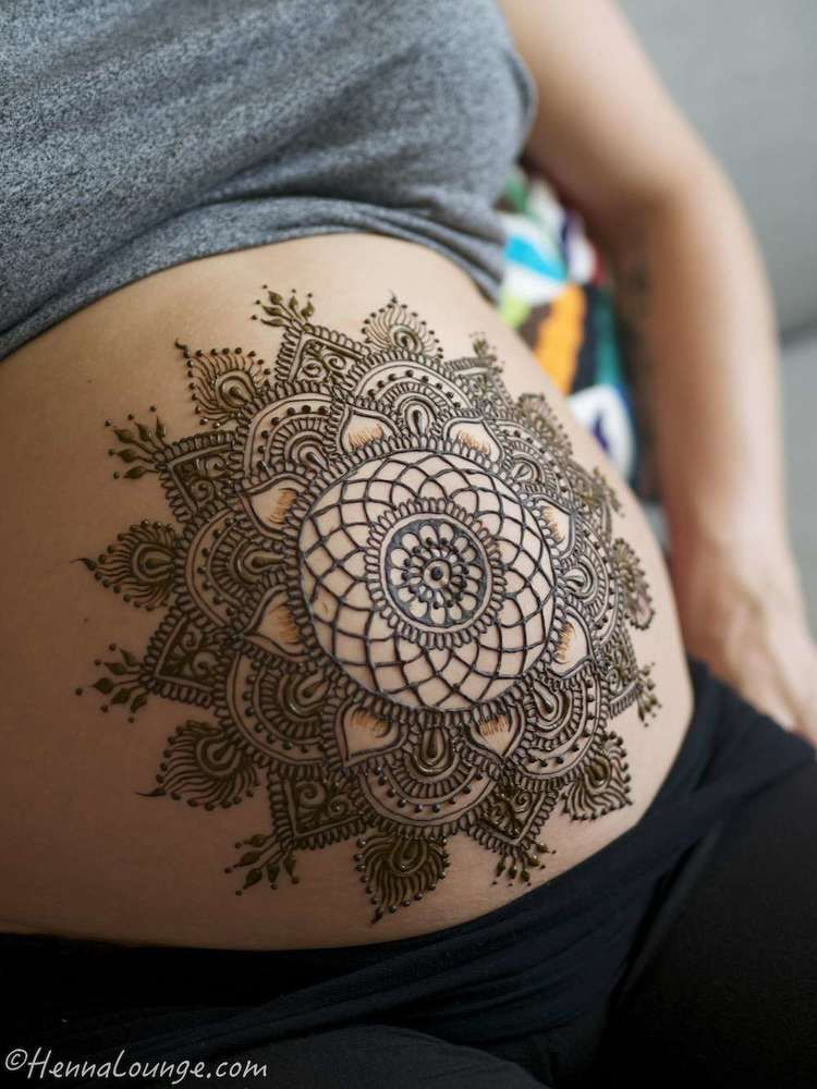 Dreamcatcher belly by www.hennalounge.com #babybump #henna #mehndi #dreamcatcher #preggers #naturalhenna #bodyart #bodypainting