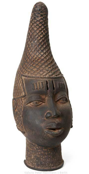 Este bronce se trataba de otra Reina Madre de Benin y además de ser un importante intrumento religioso, tambien representaba fertilidad y sanidad.