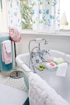 Claw-foot tub.  <3