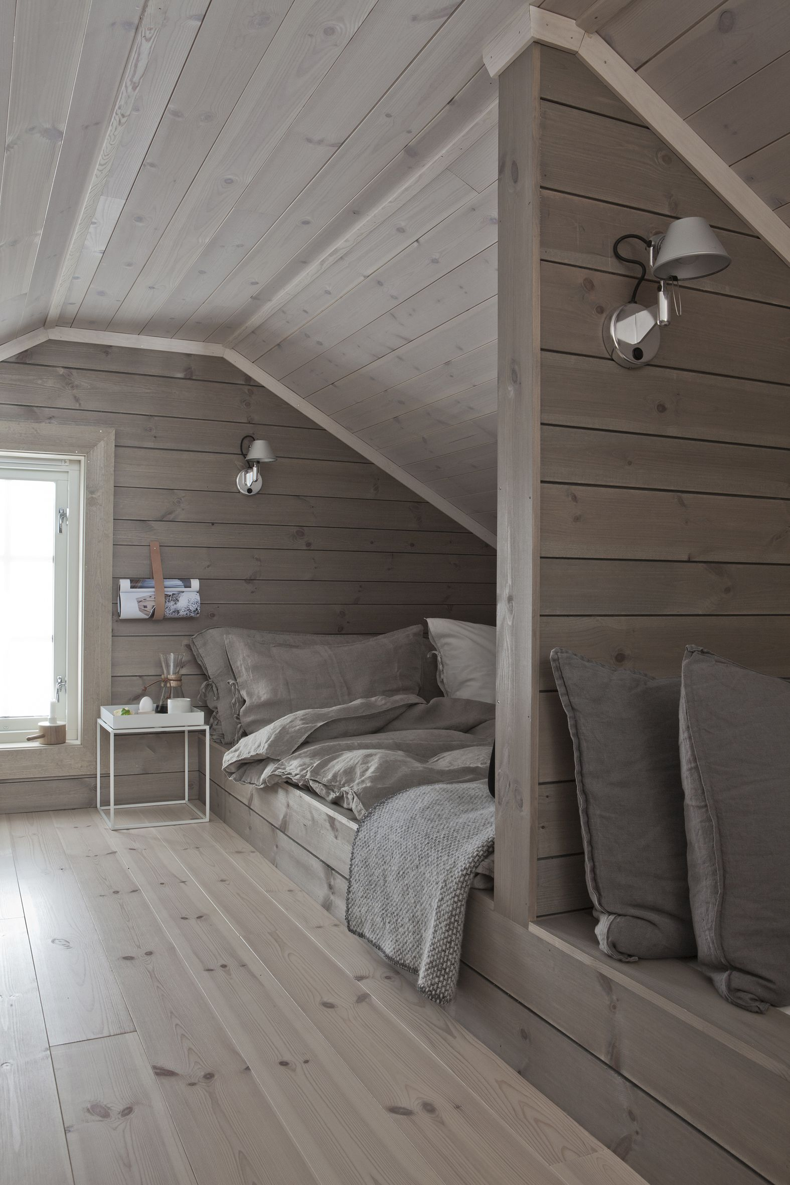 Loft bedroom style  Idea of th bedroom being a loft as a small rd level  Hytte