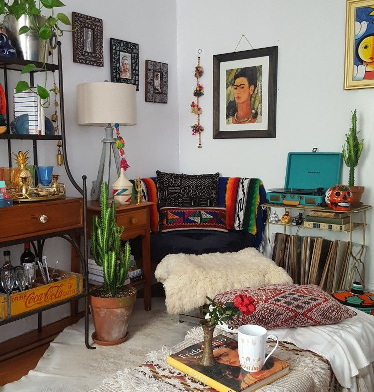 home decor | eclectic | colorful | busy | artwork | indoor plants | spanish #spanishthings