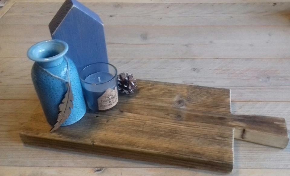 Tapasplank / broodplank gemaakt van oud steigerhout behandeld met olie. Ook leuk om decoratief te maken. Wordt in iedere gewenste maat gemaakt door van Meurs verbouw en interieur. Ook te volgen op facebook www.facebook.nl/vanmeursverbouw