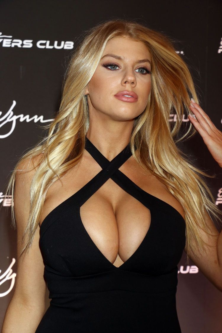 Charlotte mckinney hot photos 2 nude (63 photos), Paparazzi Celebrity foto
