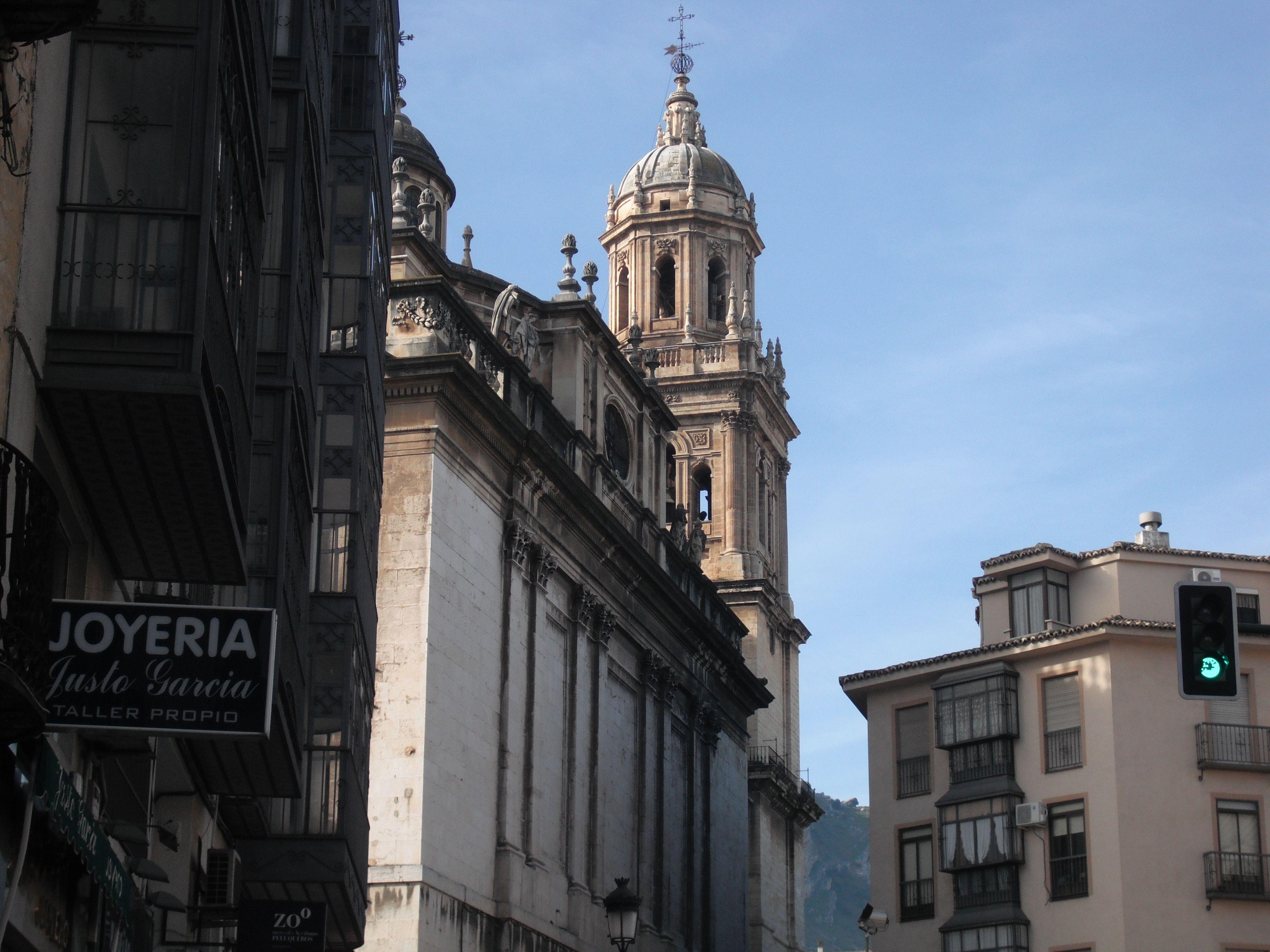 Catedral vista desde la plaza de San Francisco