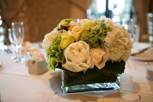 Hydrangeas and red roses centerpieces wedding