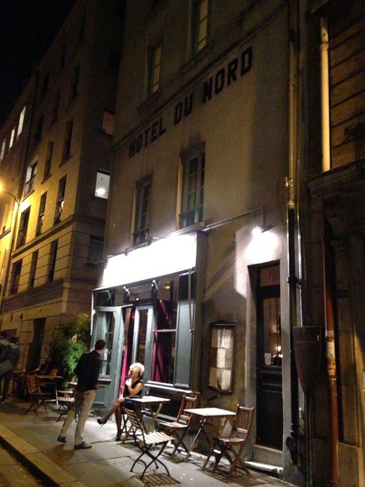 Hôtel du Nord, Canal St.Martin, 102 quai des Jemapes, F-75010 Paris. +33 (0)1 40 40 78 78. http://www.hoteldunord.org Einfach nur super und Kult! Hier ist Paris noch wie zu Hemmingway's Zeiten...