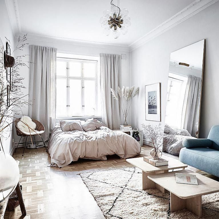 Living in a small space can be hard. But believe it or not, there are ways to make the most of your studio apartment using some clever decorating tips. Here are 20 clever tips to making your small space feel and look much bigger. #interiordesignbedroom