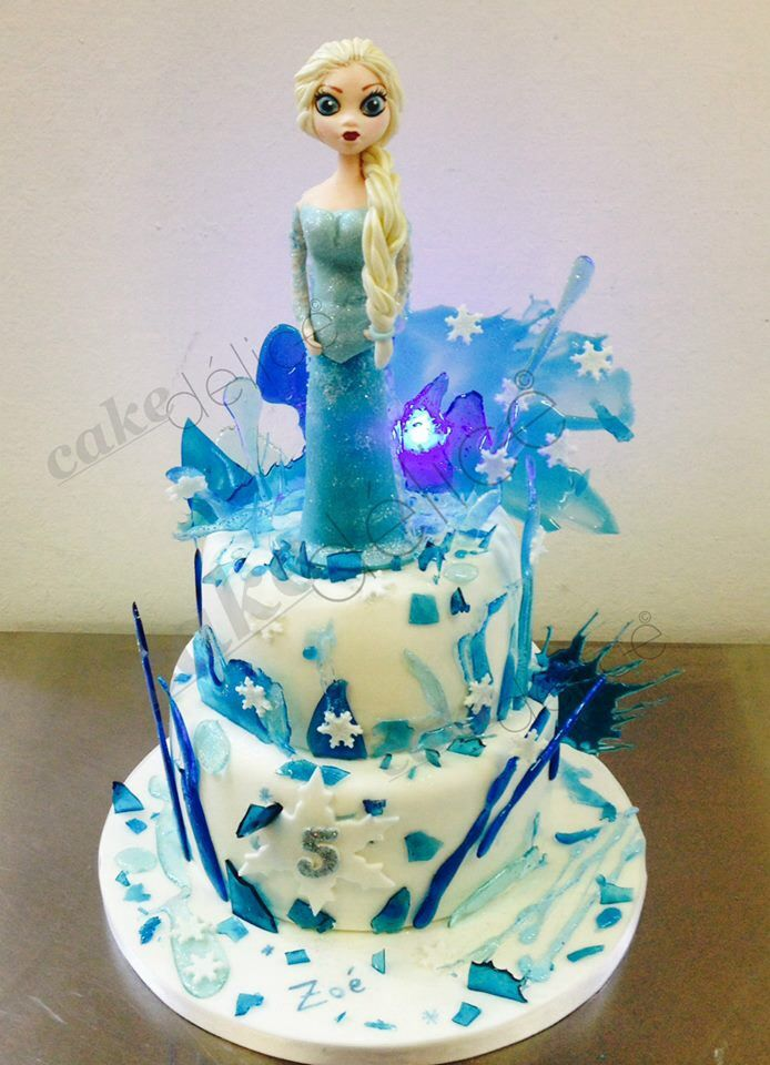 frozen cake g teau reine des neiges en isomalt et p te sucre cakes disney theme pinterest. Black Bedroom Furniture Sets. Home Design Ideas
