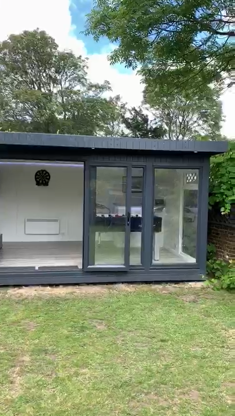 Games Room: Video Tour    this Summer House in Twickenham, London