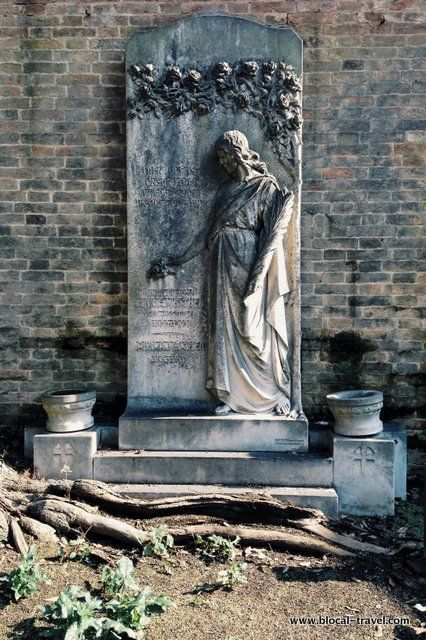 Venice islands: exploring the most underrated ones > San Michele monumental cemetery || Read my blogpost here: http://www.blocal-travel.com/cemetery/venice-islands/