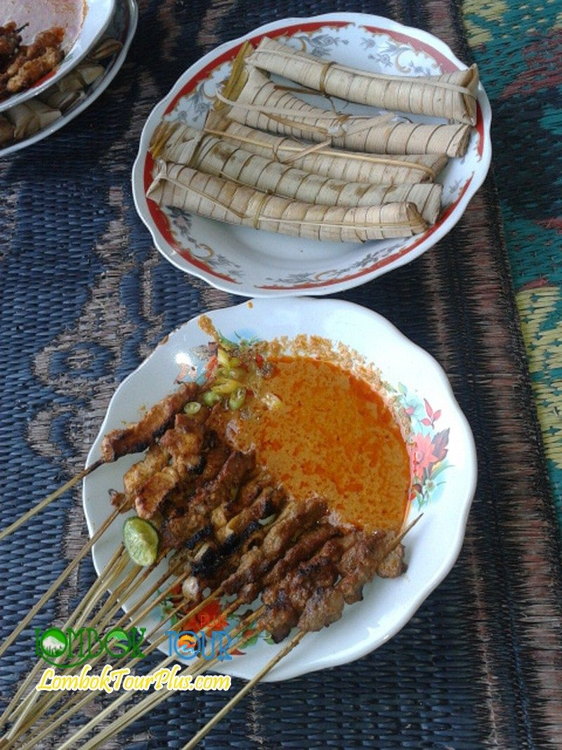 Masakan Khas Lombok Sate Bulayak Yang Sangat Gurih Dan Lezat Yang Cocok Untuk Makan Siang Yuuk Buruan Datang Ke Lombok Dan Cic Masakan Makan Siang Makanan