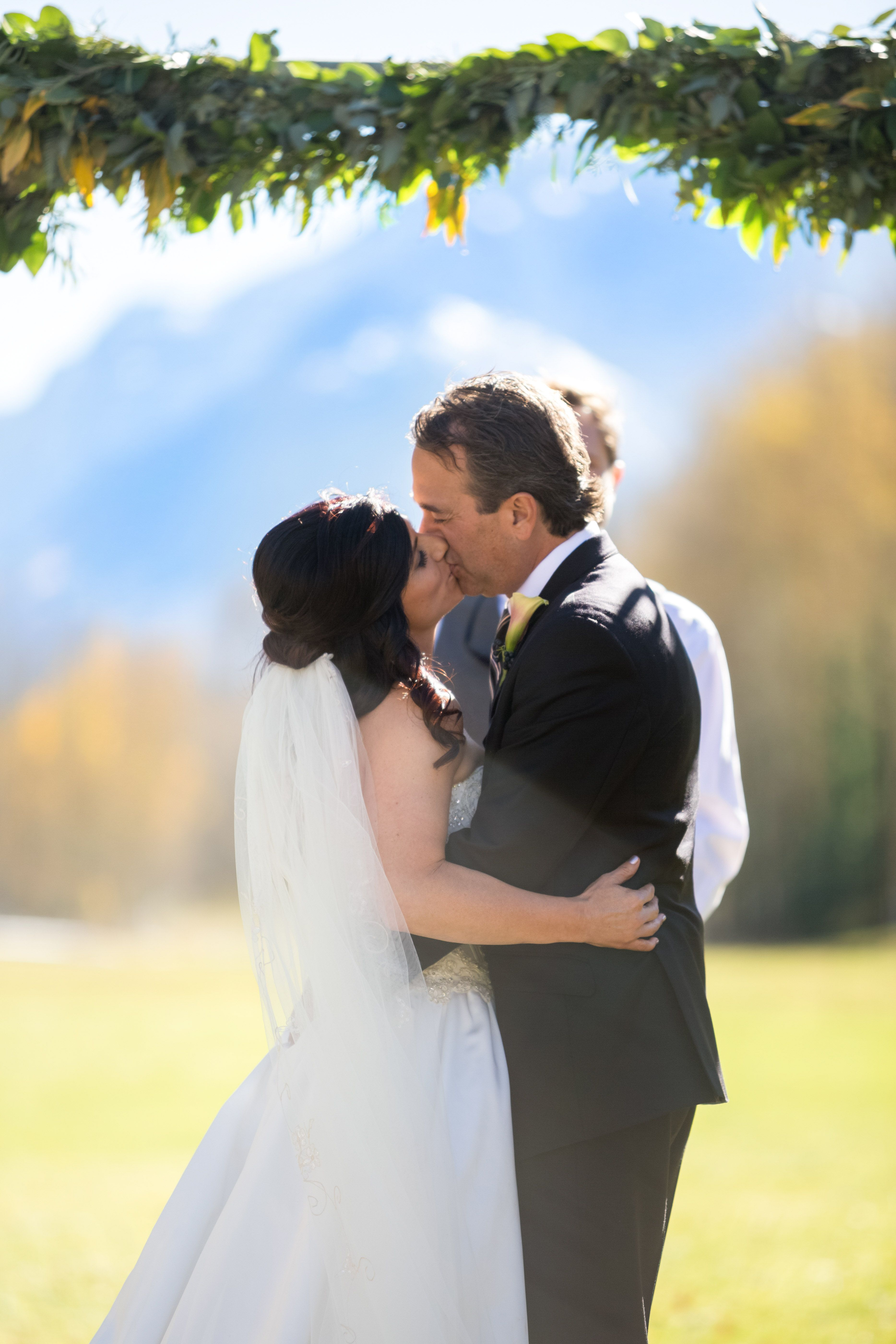 Aspen Colorado Wedding Venues First Kiss Photos Bride And Groom T Lazy 7 Ranch Mountain Ceremony Best