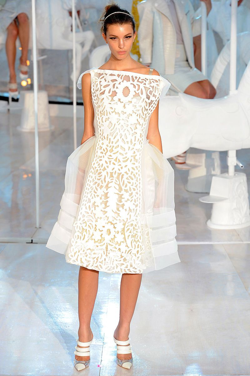 Review - Louis Vuitton Spring 2012 - Louis Vuitton - Collections - Vogue
