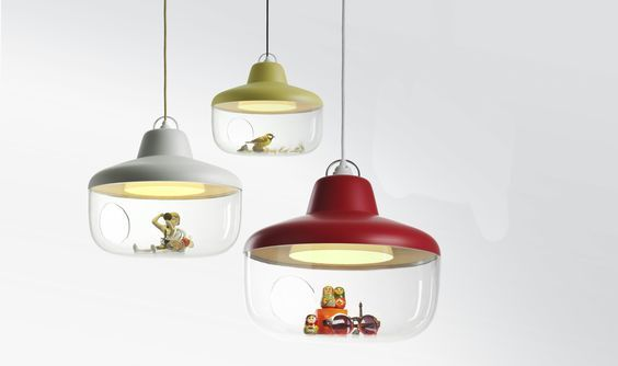 A pendant lamp to let your treasured objects be exhibited…