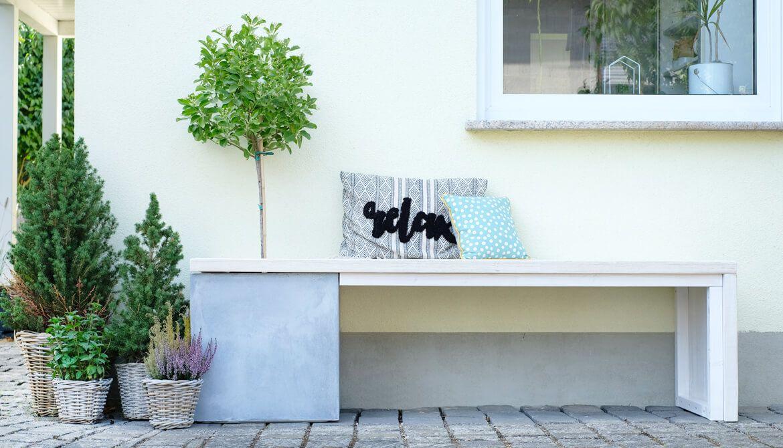DIY Gartenbank aus Baudielen und Planzkübel als praktische Alternative
