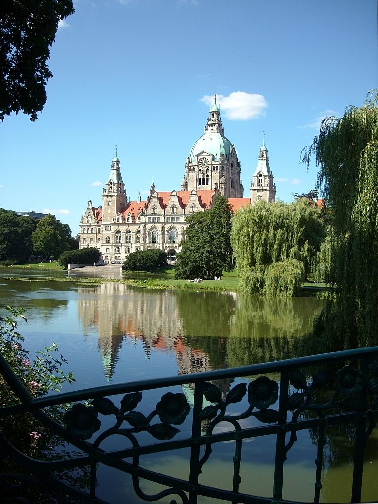 Hannover Rathaus (New town hall of Hanover) Maschsee
