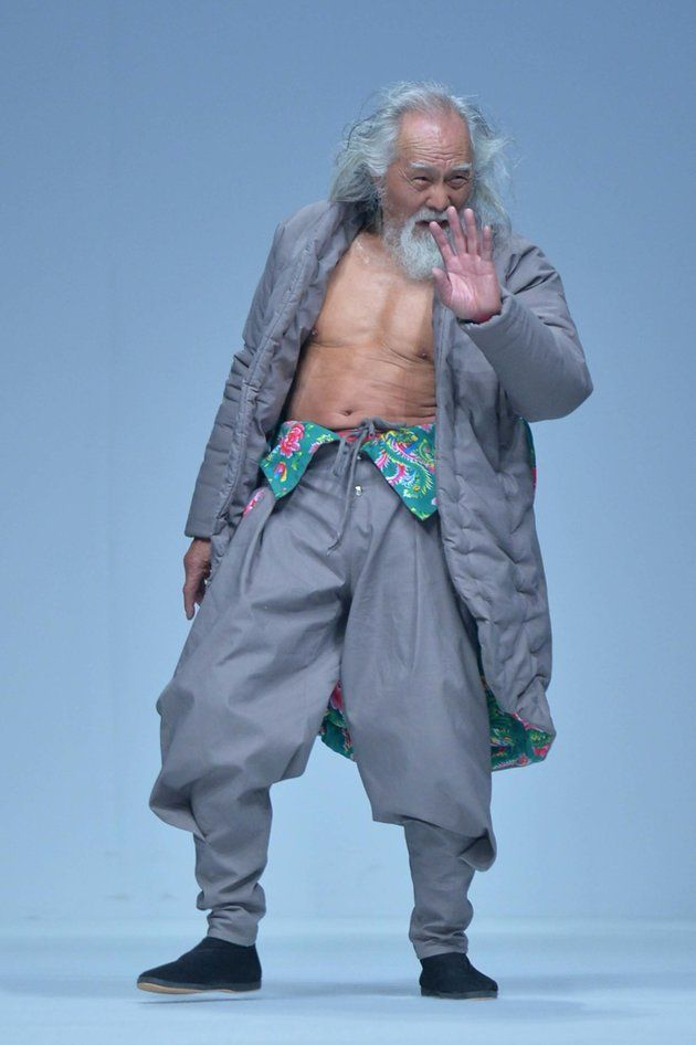 80 Year Old Model Crushes Stereotypes With His Runway Swagger Old Man Fashion Old Male Model Chinese Model