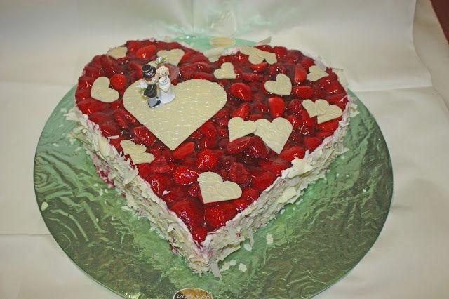 Sommerliche Hochzeitstorte Mit Himbeeren Und Erdbeeren Lavendel