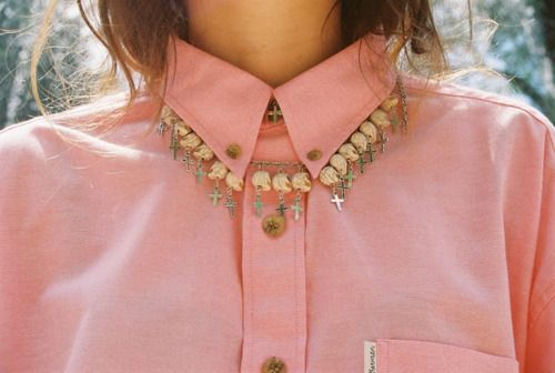 Oooh... wouldn't that be cool, how it looks like a pearl necklace from afar... but close up it's skulls!!  FUN