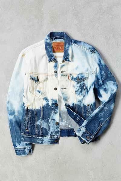 f8f241d3b4e Levis Bleached Denim Trucker Jacket - Urban Outfitters