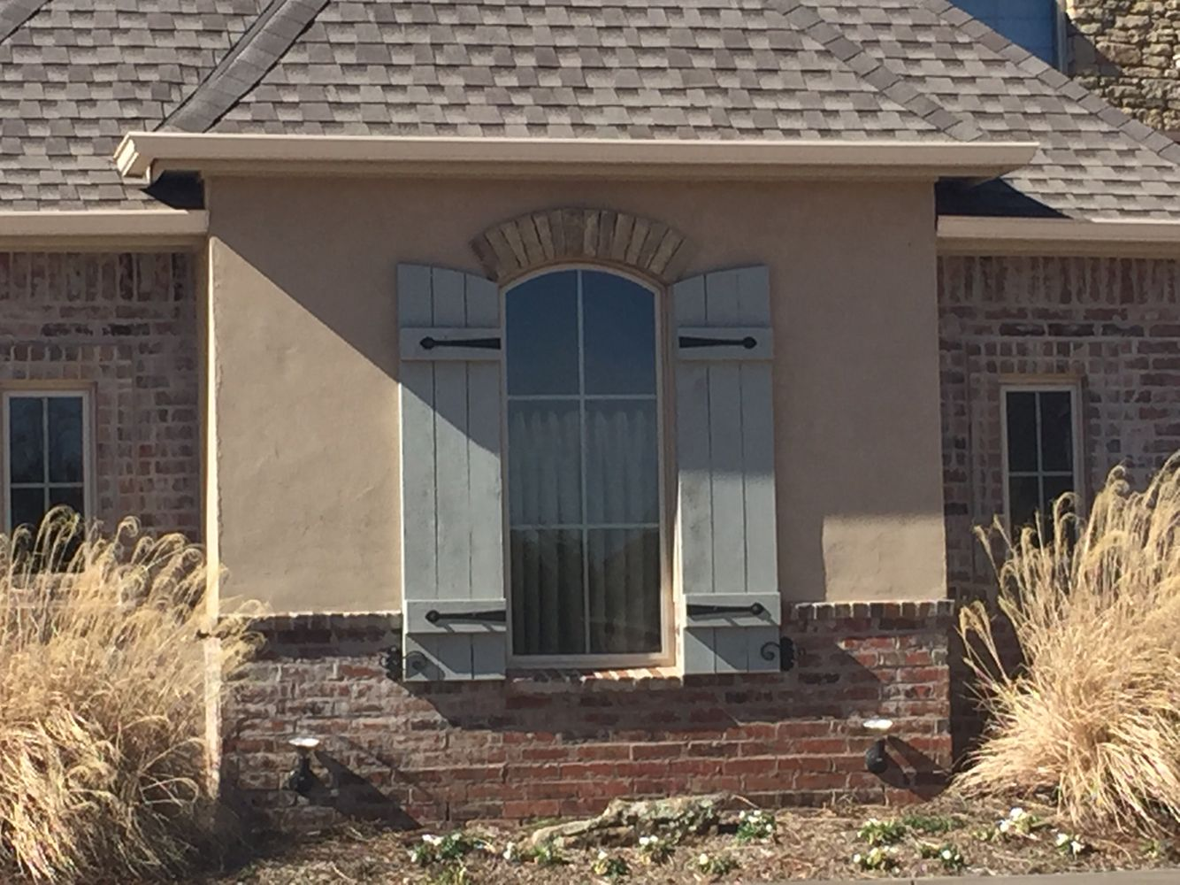 Stucco with brick wainscoting blue gray shutters home make over pinterest wainscoting - Best exterior stucco paint decor ...