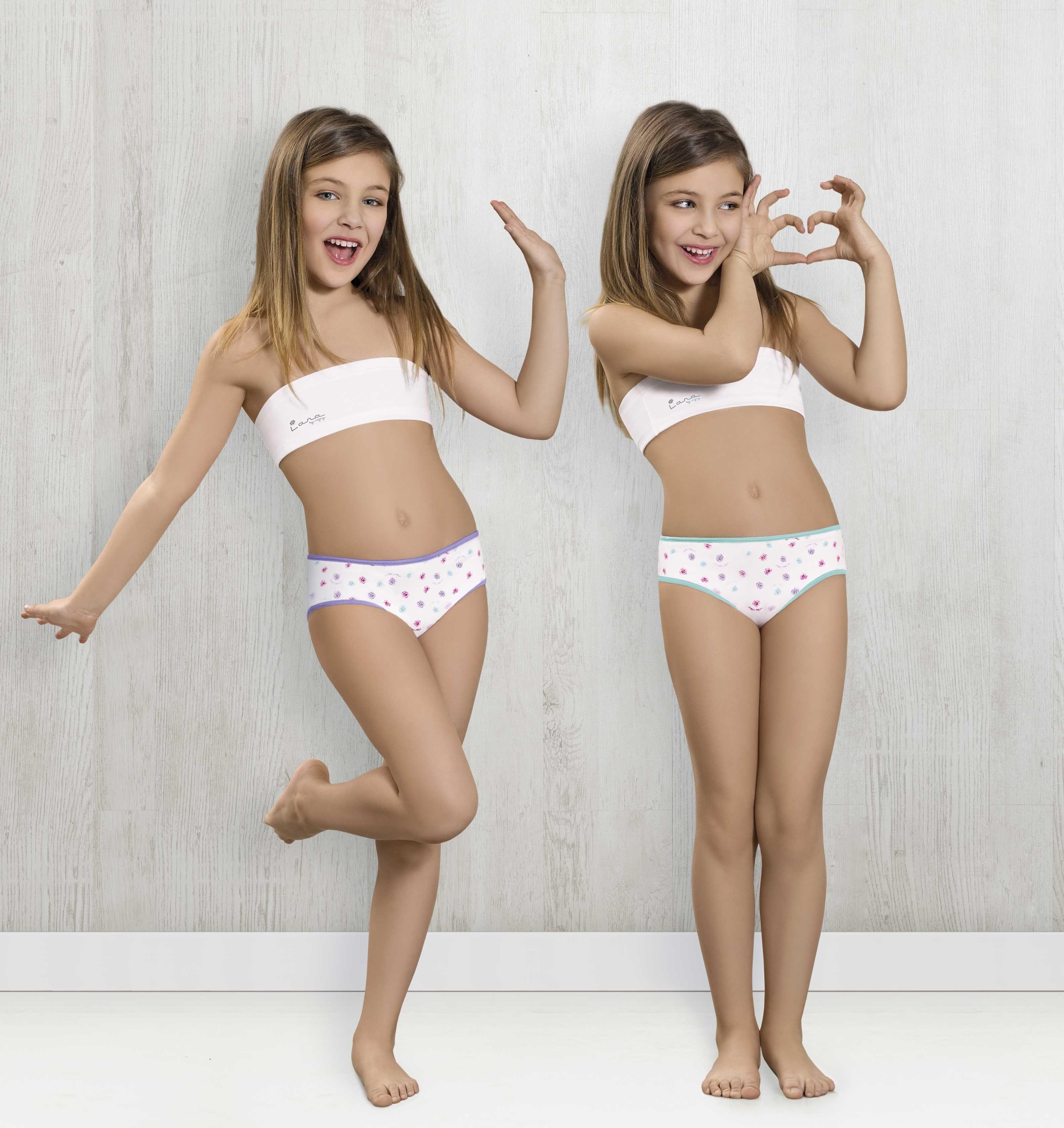 2 young bikini girls sucking my cock together 9