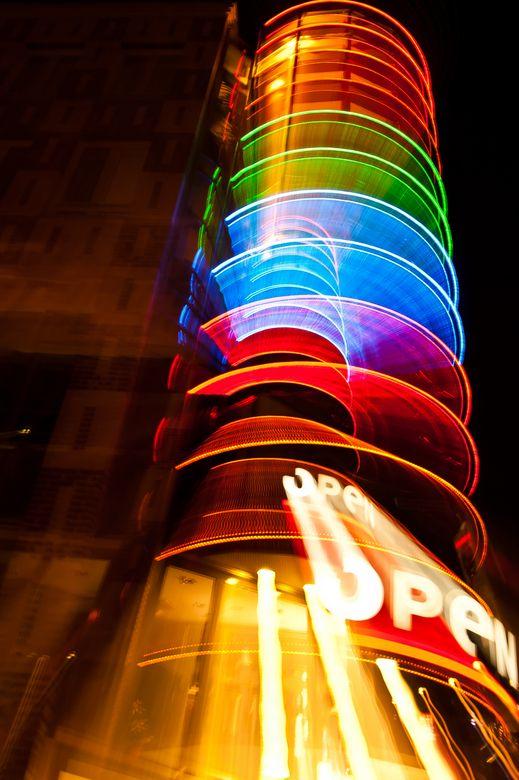 Gevel verlichting | kleurgebruik, lichteffecten | Pinterest