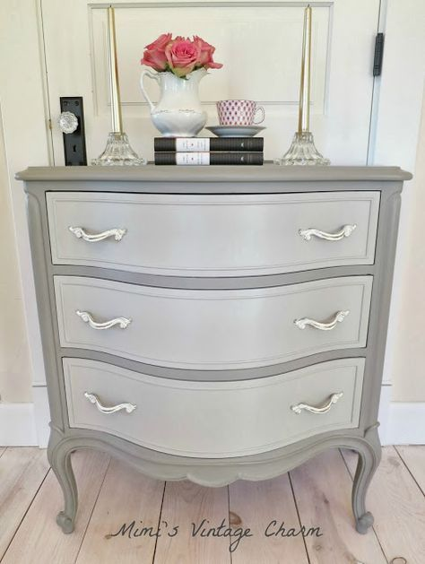 Annie Sloan Chalk Paint French Linen With A Mix Of French Linen And Old White On The Drawers Clear Furniture Makeover Refurbished Furniture Redo Furniture