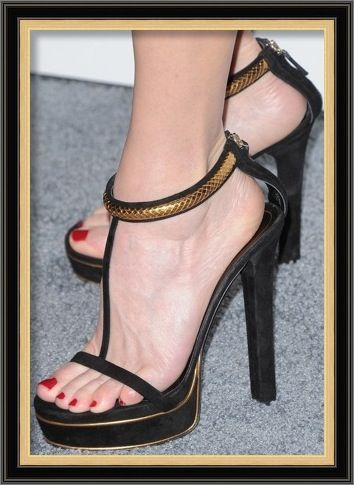 540103d09 Gucci Leight Python & Suede T-Strap Platform Sandals – Robin Wright ...