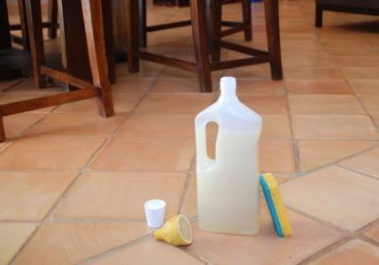 Recette  Nettoyant sol désinfectant et détartrant au Savon noir - Que Faire En Cas D Humidite Dans Une Maison