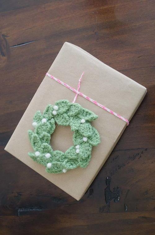 Photo of Christmas Wreath Crochet Gift Topper