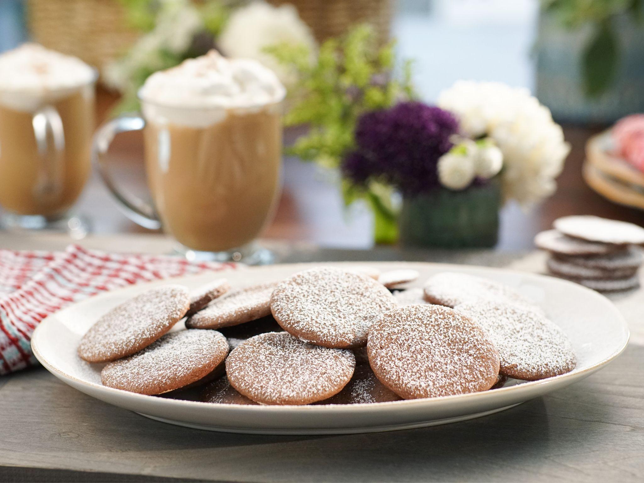 Crispy Chocolate Mint Cookies Recipe Chocolate Mint Cookies Mint Cookies Recipes Food Network Recipes
