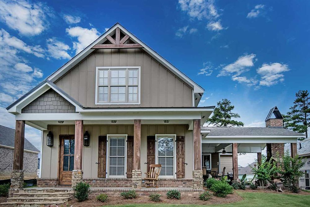 13 Stunning Homes For Sale That Are America S Average House Size Real Estate 101 Trulia Blog Cottage House Exterior Rental Homes Near Me Sale House