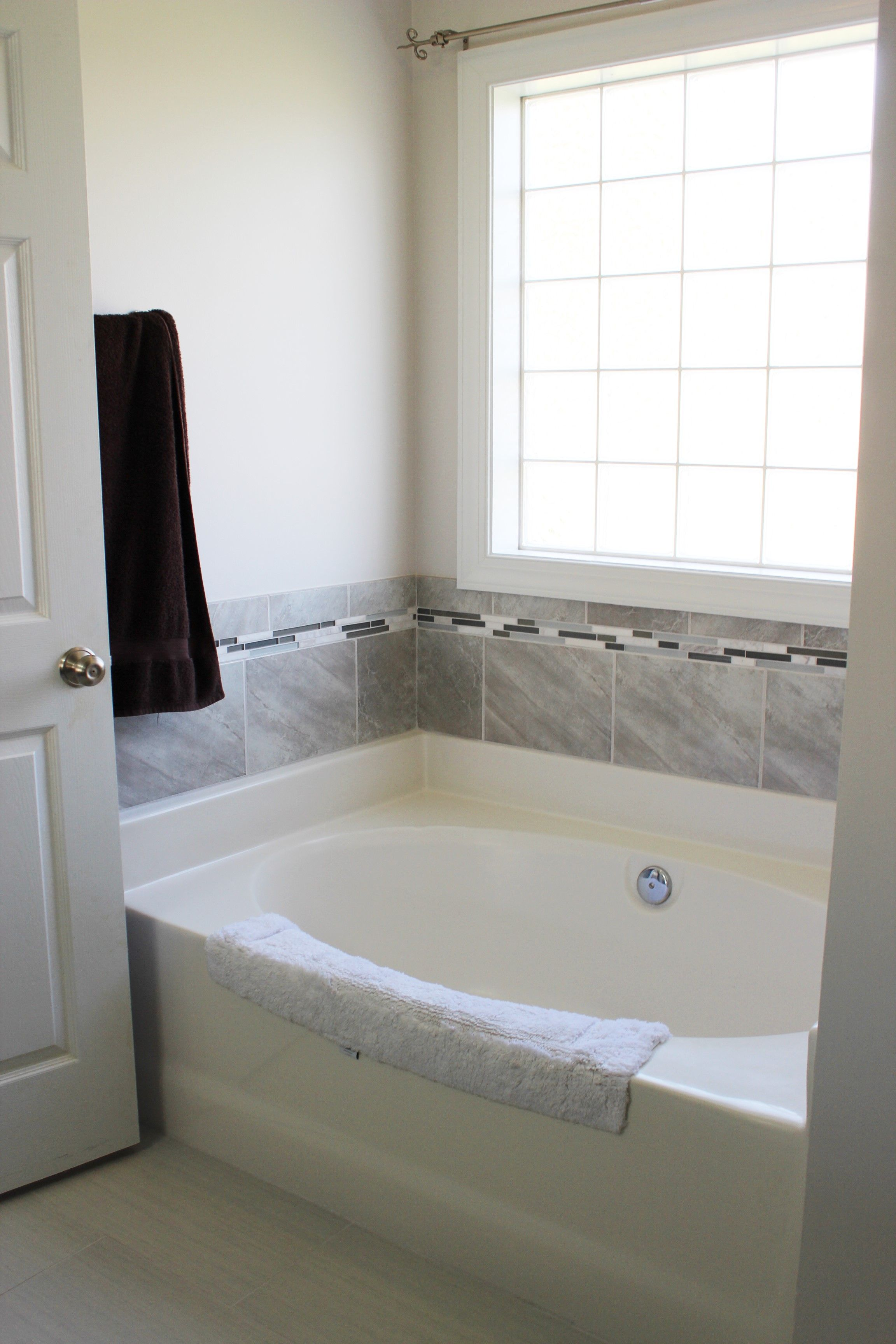 Tub Surround With Manhattan Sky 10 X 14 Wall Tile And Bullnose Florida Tile Bliss Iceland Accent Sherwin Williams E Tile Bathroom Tub Surround Corner Bathtub