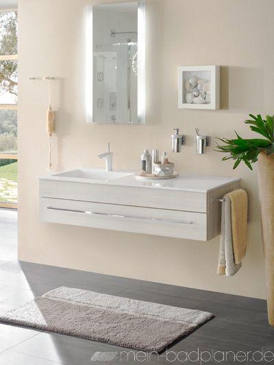 Grosser Waschtisch Mit Beleuchtung Im Spiegel Badezimmer