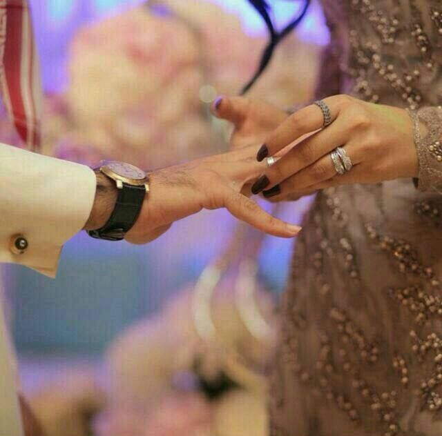 Pin By Nana On Khaleeji Style Couple Hands Romantic Couples Couple Shoot
