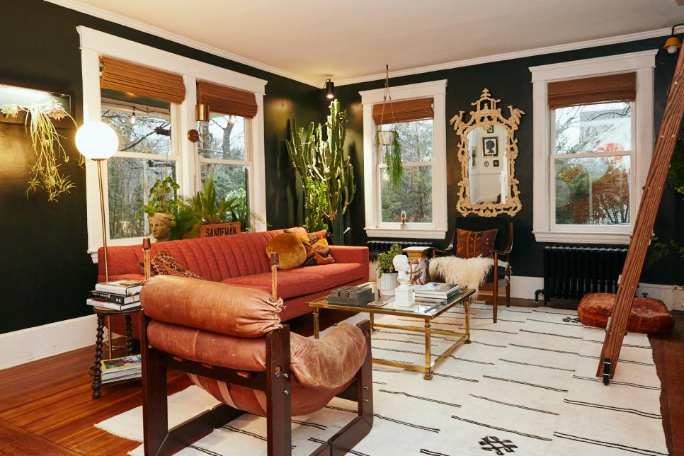 Tour Kate Pearce S Long Island New York Home Full Of Vintage Finds Hgtv In 2020 Home New York Homes Dining Room Walls
