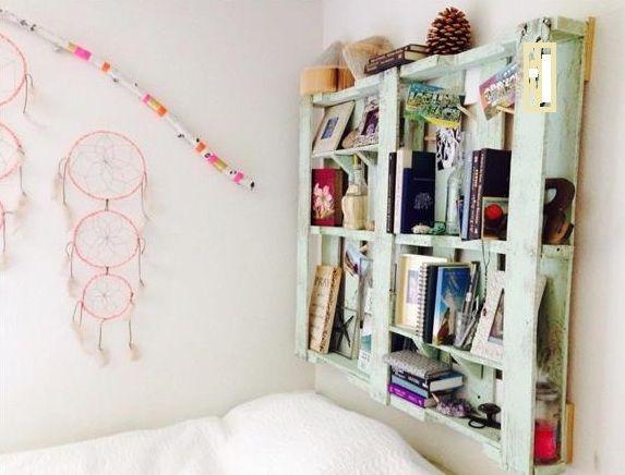DIY Wandregal Und Bücherregal Aus Paletten Als Idee Für  Schlafzimmergestaltung