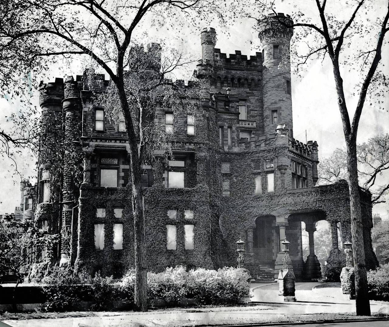 The Famous Potter Palmer Mansion On Lake Shore Drive And