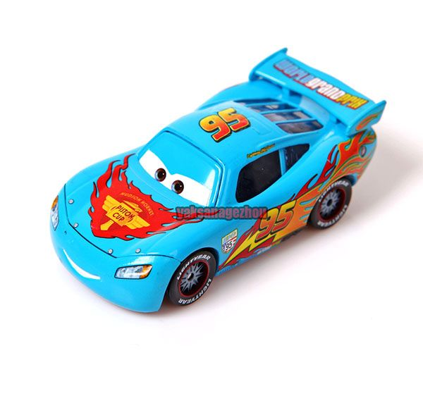 ORIGINAL disney STORE cars 2 DIECAST PARTY CHASE LIGHTNING MCQUEEN LOOSE NEW