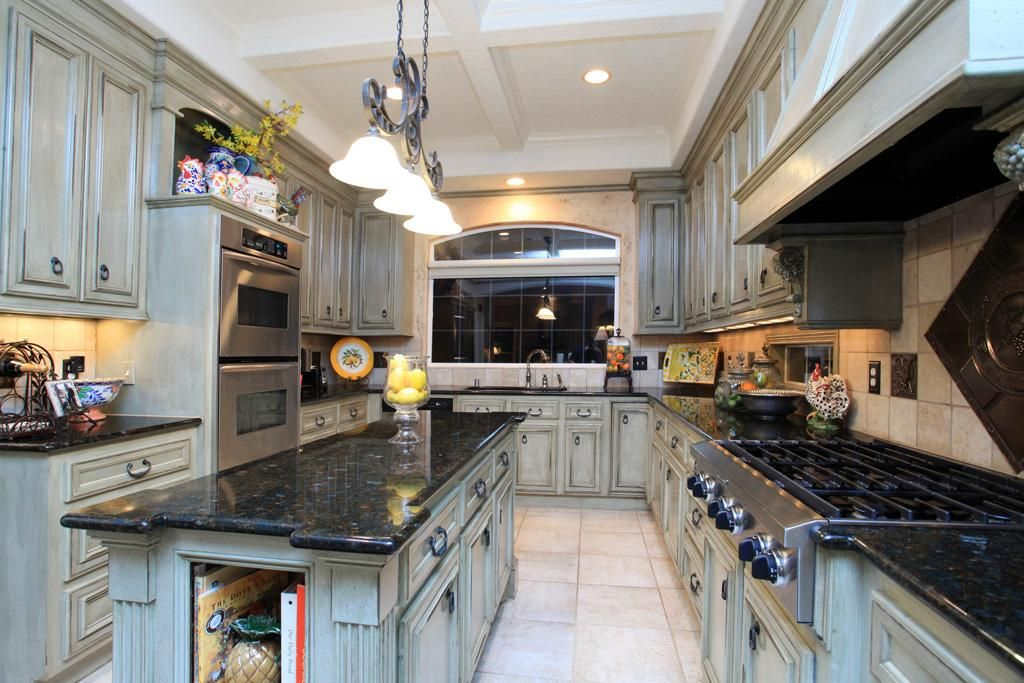This Kitchen With Large Island Is A Cooku0027s Dream And Offers Granite Counter  Tops, Kitchenaid