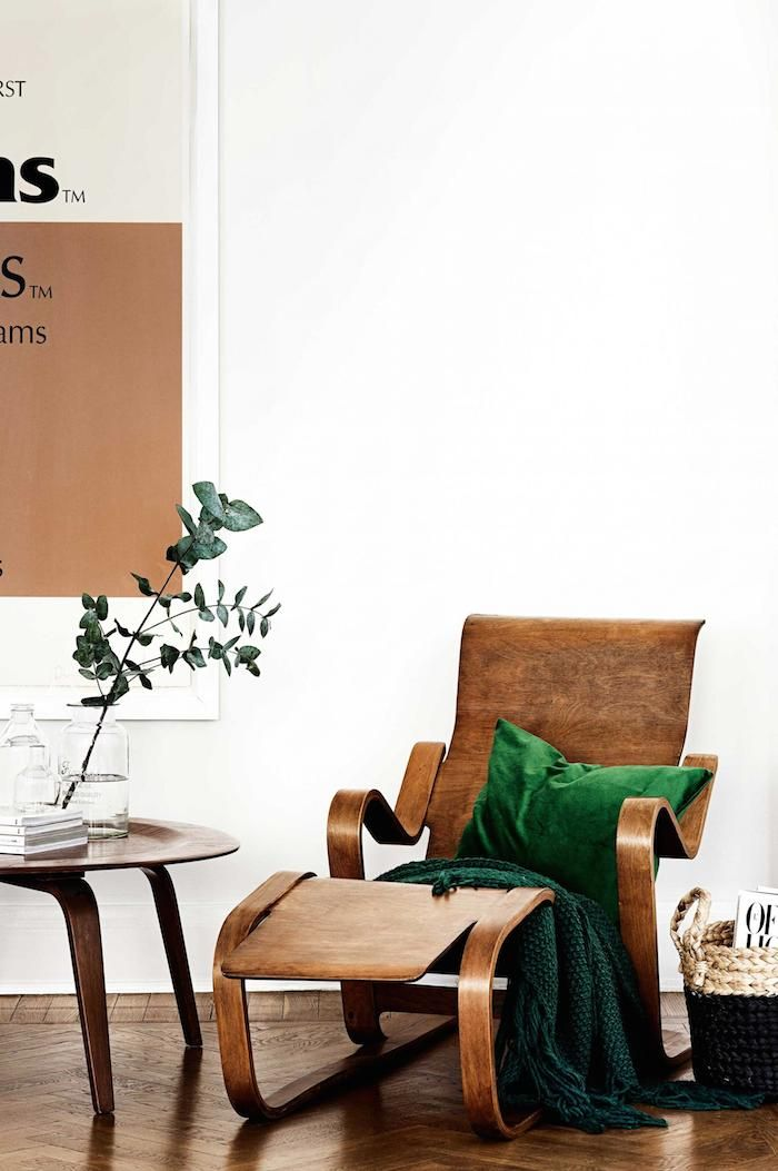 A1920's apartment in the heart of Stockholm, furnished with a mix of mid-century & vintages pieces. No surprise that this home is so effortlesslystylish … the owner is H&M Home's Head of Design (the apartment featured previouslyhere)  via Inside Out ~ x debra  Dust Jacket on Bloglovin'