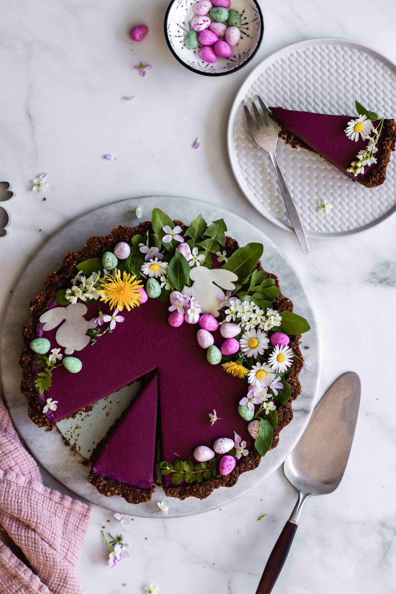 Heidelbeer-Tarte mit Schoko-Walnuss-Boden | vegan, glutenfrei | Flowers in the Salad