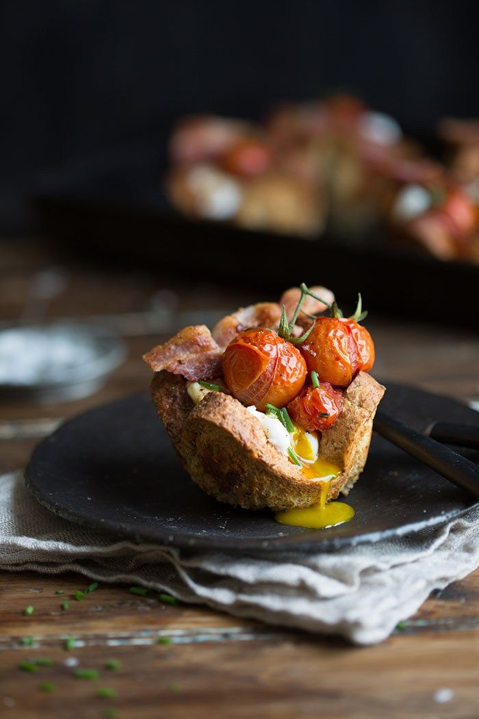 egg and bacon in bread baskets