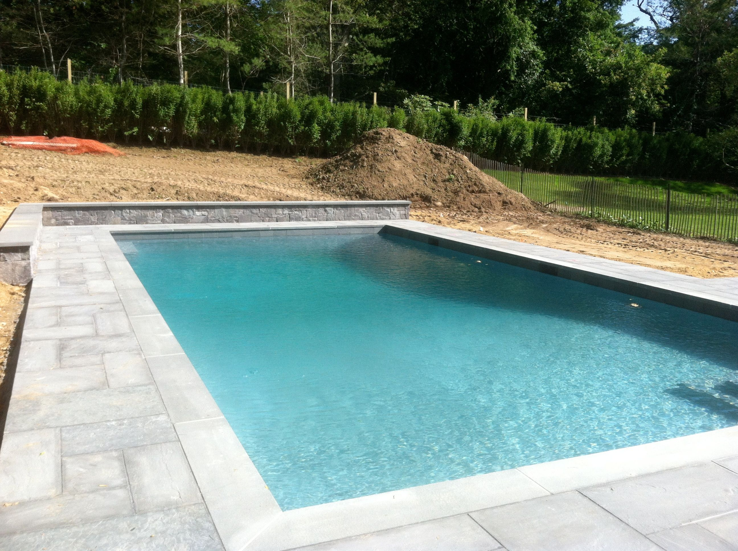 East Hampton 20x40 Gunite W Retaining Wall And Bluestone