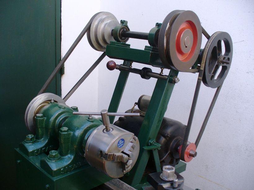Torno casero Con este juego de poleas se obtienen las tres velocidades mas bajas. La mínima es de 120 rpm.