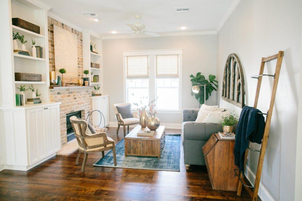 Fixer Upper Season 3 Episode 12 The 3 Little Pigs House Decor Home Living Room Fixer Upper Living Room Pig House