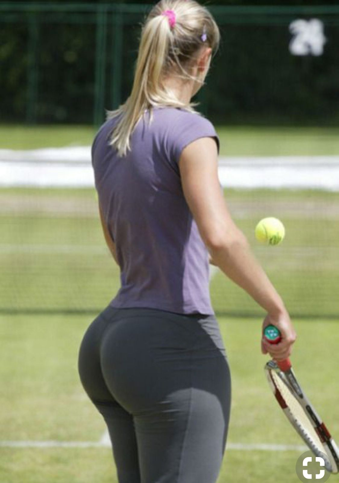 Girls with big booty playing sports — photo 8