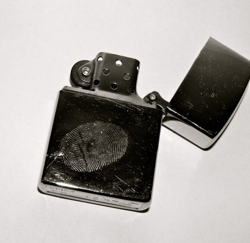 Reveal Fingerprints Using Super Glue